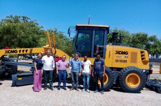 Entrega de motoniveladora para prefeitura de Pindaí (BA)