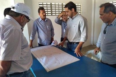 Diretor-presidente da Codevasf acompanha obras do Canal do Sertão Alagoano 2
