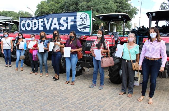 Foto 1 - Codevasf beneficia produtores familiares do Norte da Bahia com mecanização agrícola.JPG