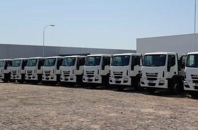 Caminhões compactadores de lixo