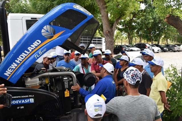 Codevasf realiza entrega técnica de tratores agrícolas em Sergipe