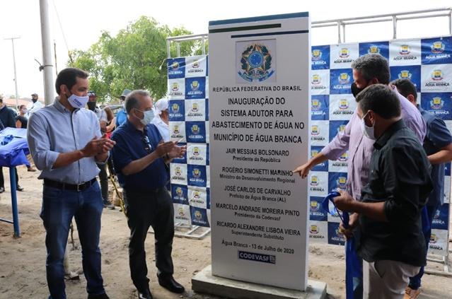 Ministro do Desenvolvimento Regional e presidente da Codevasf entregam obras de abastecimento de água no sertão de Alagoas.jpg