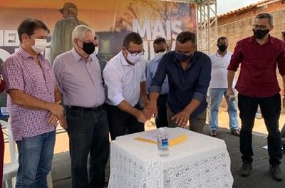 Codevasf autoriza início da pavimentação asfáltica da estrada que liga o projeto Ceraíma ao distrito de Morrinhos, em Guanambi (BA).jpg
