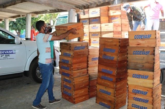 Codevasf estrutura produção apícola de associação em Serra do Ramalho (BA).JPG