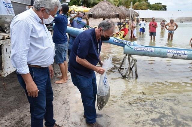 Codevasf realiza peixamento na Lagoa dos Tambaquis em Estância (SE) - 3.JPG